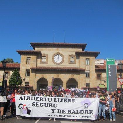 Más de mil personas defienden en Oviedo el derecho de las mujeres a decidir sobre su cuerpo y su maternidad