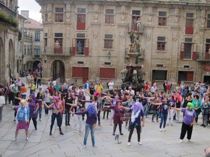 Unas 100 personas celebran en Santiago la retirada de la reforma de la Ley del aborto