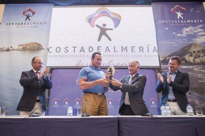 Schwarzenegger promete volver a rodar en Almería