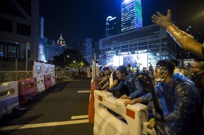 Cientos de manifestantes se atrincheran en el centro de Hong Kong pese a las peticiones de disolución