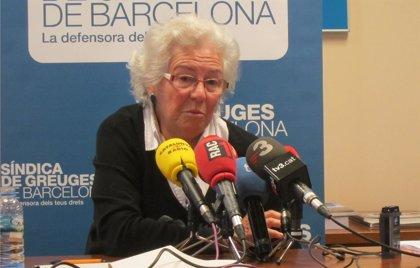 La síndica de Barcelona pide al consistorio parar el cobro de deudas en casos de vulnerabilidad