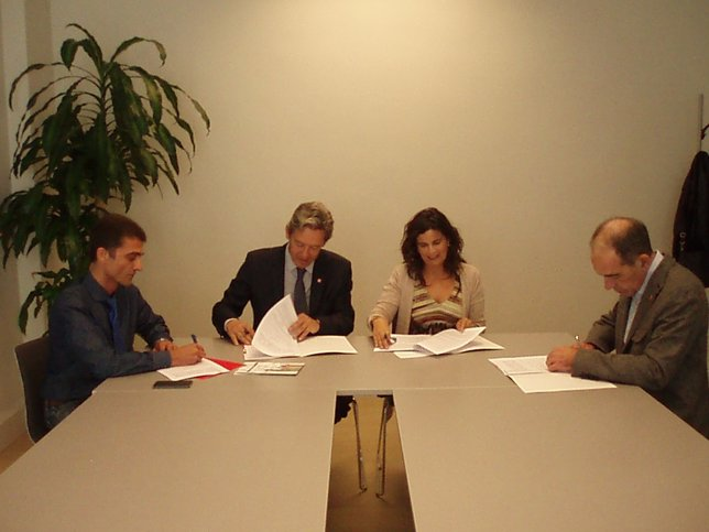Oto, Rodríguez, García y Herreros firmanunl convenio de colaboración.