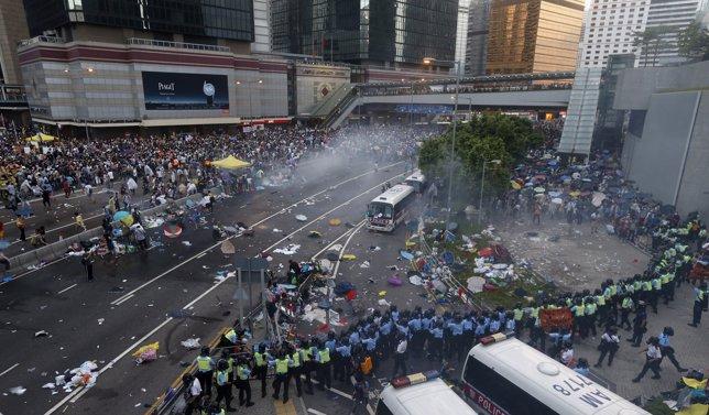 Antidisturbios dispersan a estudiantes