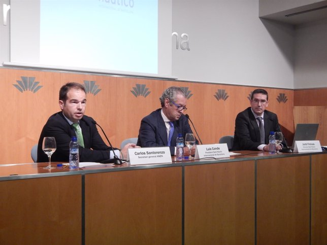 Por la izq: Carlos Sanlorenzo (Anen), Luis Conde y Jordi Freixas (Salón)
