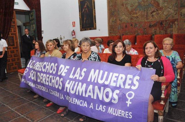 Mujeres asistentes al Pleno