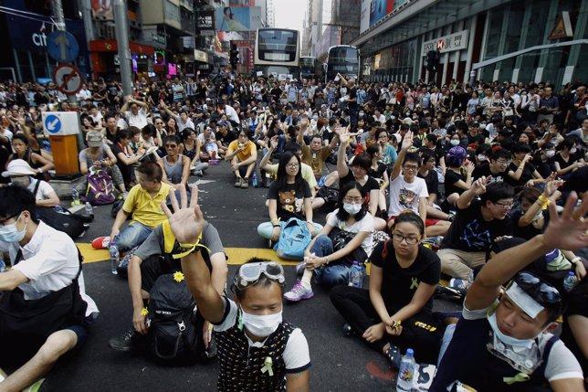 Activistas copan el distrito central de Mongkok