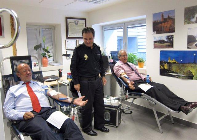 León de la Riva, López Canedo y Martínez Bermejo en la donación de sangre