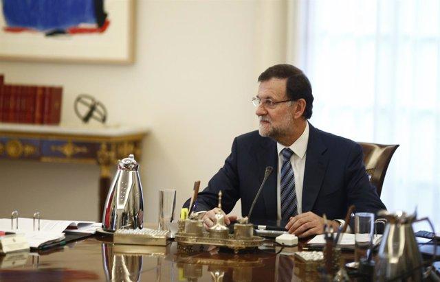 Rajoy en el consejo de ministros extraordinario