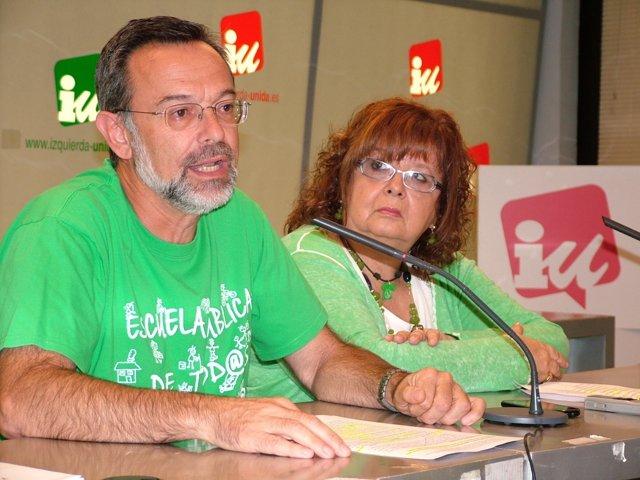 Los responsables de IU de educación Enrique Díez y Caridad García Álvarez