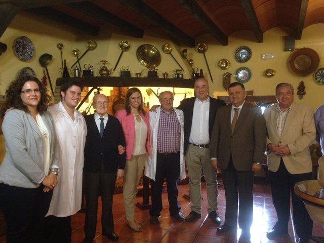 Serrano (centro), durante la visita a Rute