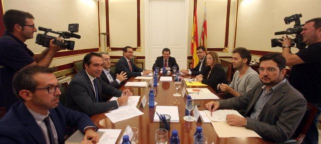 Císcar se reúne con portavoces de los grupos parlamentarios de las Corts.