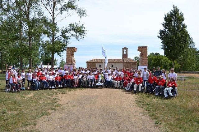Participantes en la peregrinación a Santiago realizada por Aspaym