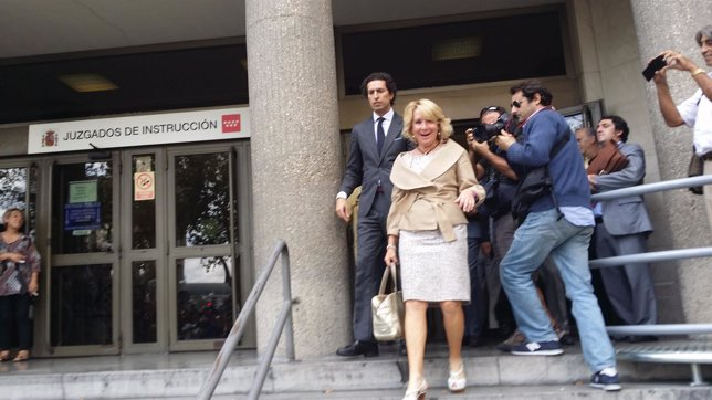 Aguirre saliendo de los juzgados