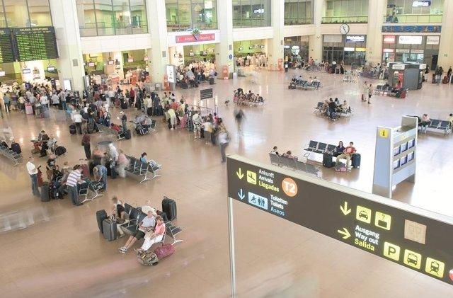 Aeropuerto, turismo, turistas, viajeros, terminal 2, avión