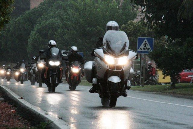 Motoristas a su paso por Mequinenza este fin de semana