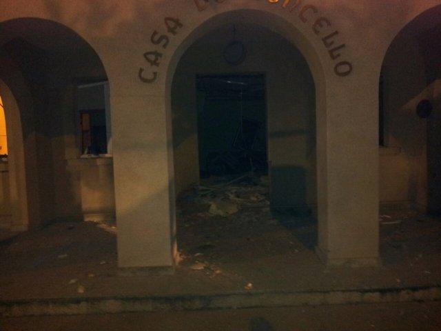 Daños en el Ayuntamiento de Baralla por una explosión