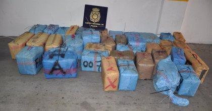 Cinco detenidos e intervenida más de una tonelada de hachís en Algeciras