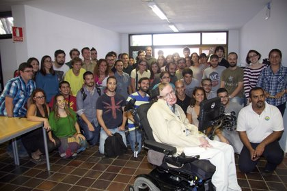Hawking analiza el trabajo del IAC sobre los agujeros negros y el proyecto 'Quijote'
