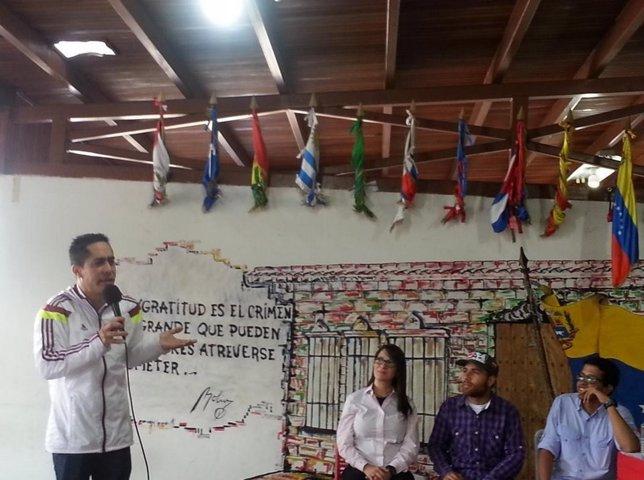Robert Serra en un foro en Guaicaipuro (Venezuela)