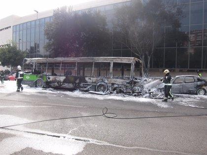 """El PSOE pide al PP que """"responda de la inversión inútil"""" de Aucorsa en un lote de vehículos como el siniestrado"""