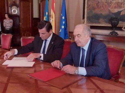 Junta General y Universidad de Oviedo firman un convenio para otro volumen de 'Fundamentos'