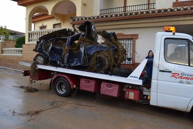 Coche afectada por la tromba de agua caída en Casanueva, pedanía de Pinos Puente
