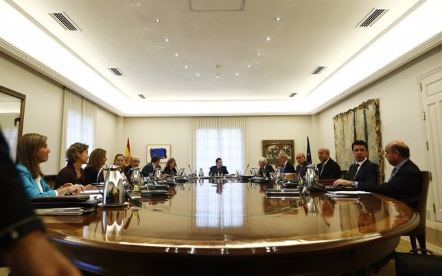 Mariano Rajoy en el Consejo de Ministros, con Rafael Catalá