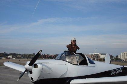 Jessica Cox es la única piloto de aviones sin brazos