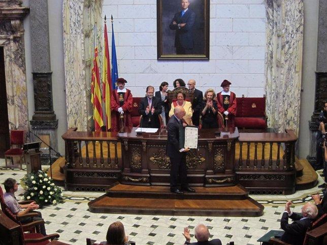 Juan Roig recoge su distinción ante Barberá y el resto de galardonados