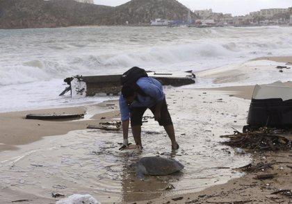 Un nuevo huracán, Simon, amenaza la ya dañada península de Baja California
