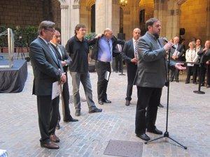 El líder de ERC, O.Junqueras, con representantes de la AMI y de la ACM