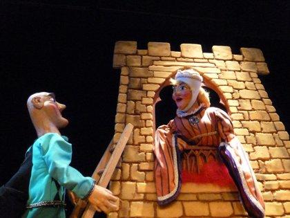 El personaje de Teatro Arbolé, Pelegrín, llega al Centro Comercial Plaza