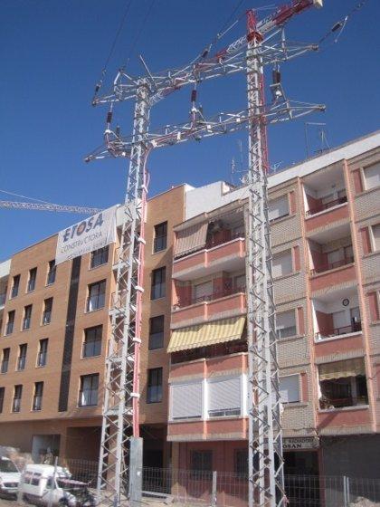 La Consejería de Fomento ultima el traslado de la torre de alta tensión de La Viña