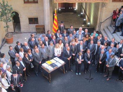 """Mas a los 800 alcaldes: """"Pasaréis a la historia de Catalunya con letras grandes"""""""