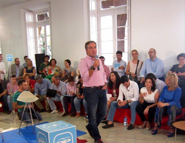 Elías Bendodo Juanma Moreno encuentro ciberactivistas en La Térmica Málaga
