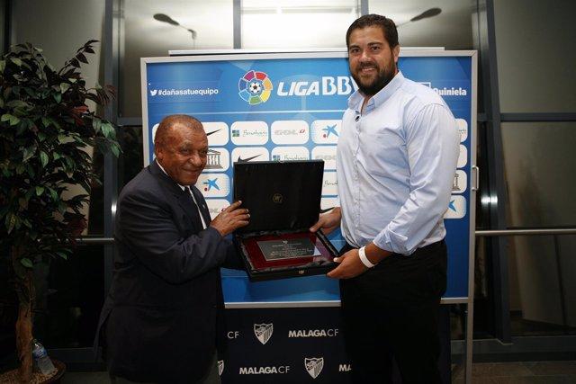 14 10 04 FOTO MÁLAGA CF El Málaga CF Reconoce Al Subcampeón De Europa De Peso Bo