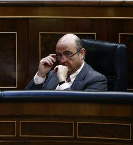 Luis De Guindos, ministro de Economía, en su escaño del banco azul