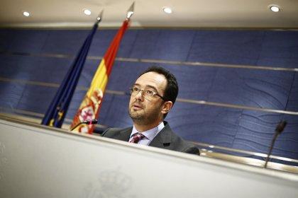 PSOE exige al Gobierno la creación de un comité de crisis y reprocha a Rajoy su plena confianza en Mato