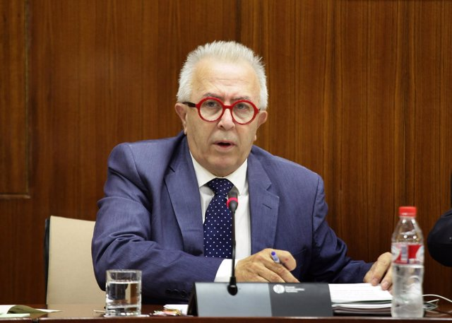 El consejero José Sánchez Maldonado, en comisión parlamentaria