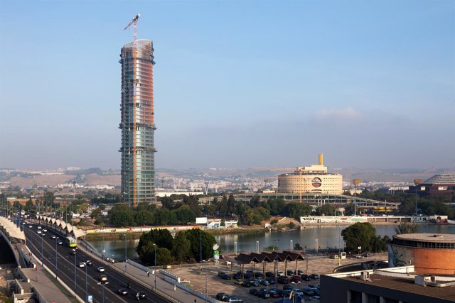 Complejo de la torre Pelli en Sevilla