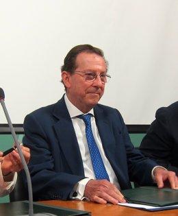 Consejero de Justicia e Interior, Emilio de Llera, hoy en rueda de prensa.