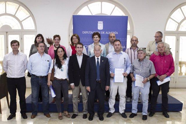 Amat junto a los alcaldes de los municipios beneficiados por 2014