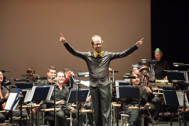 Eric Cambres dirigirá a la Sinfónica.