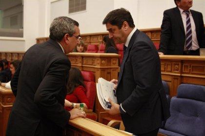 """PSOE C-LM pide a Echániz que """"dé la cara"""" e informe en las Cortes y éste dice que estaría encantado de comparecer"""