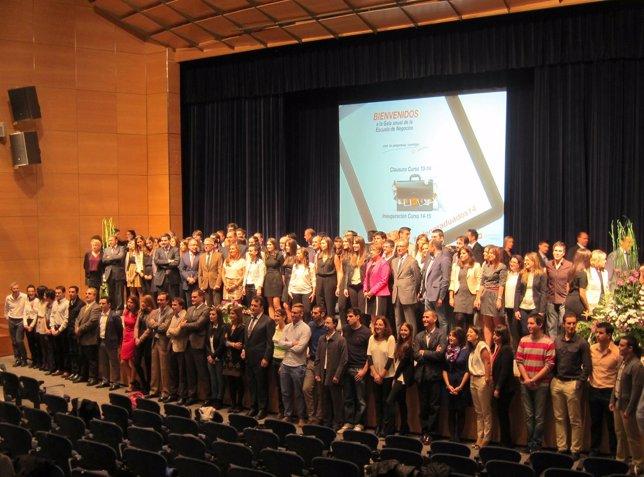 Foto de familia de la gala de la Escuela de Negocios de la Cámara de Valladolid