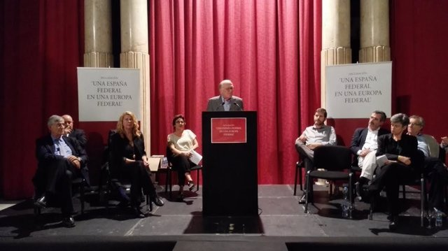 Intelectuales apadrinan un manifiesto a favor de la federalización de España