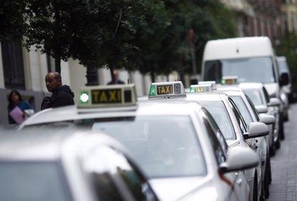 Los taxistas se manifestarán el martes contra la entrada de Uber en Madrid