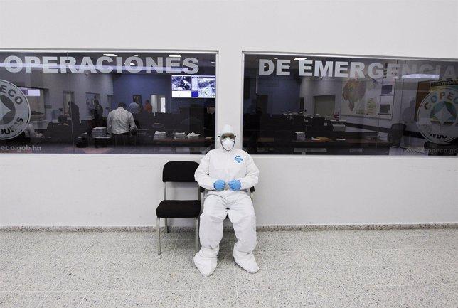Periodista protegido contra el ébola