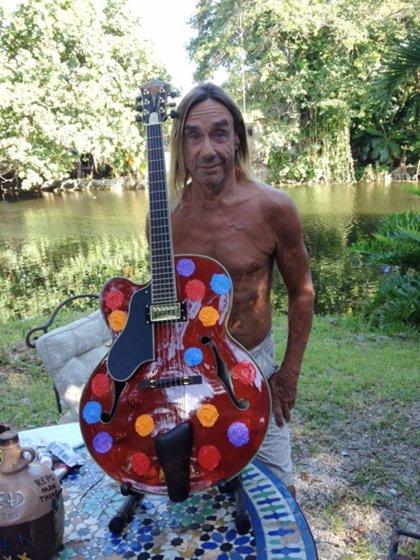 Iggy Pop y otros artistas diseñan guitarras para una subasta benéfica