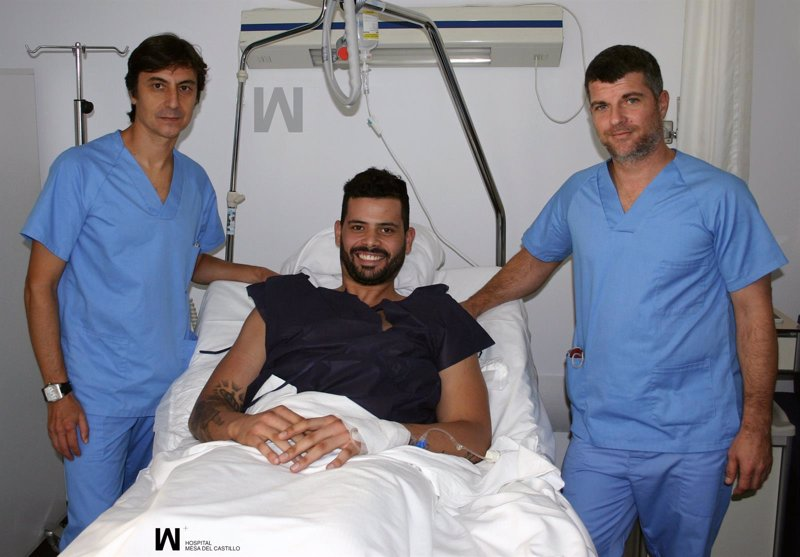 El jugador de los boston celtics nba vitor faverani for Clinica mesa del castillo